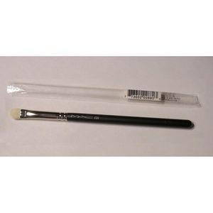 MAC Cosmetics 239 Eye Shader Shadow Brush